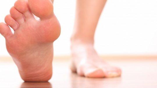 Плоскостопие и подошвенный фасциит: причины и методы лечения